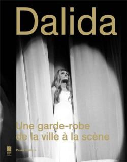Catalogue Dalida. Une garde-robe de la ville à la scène