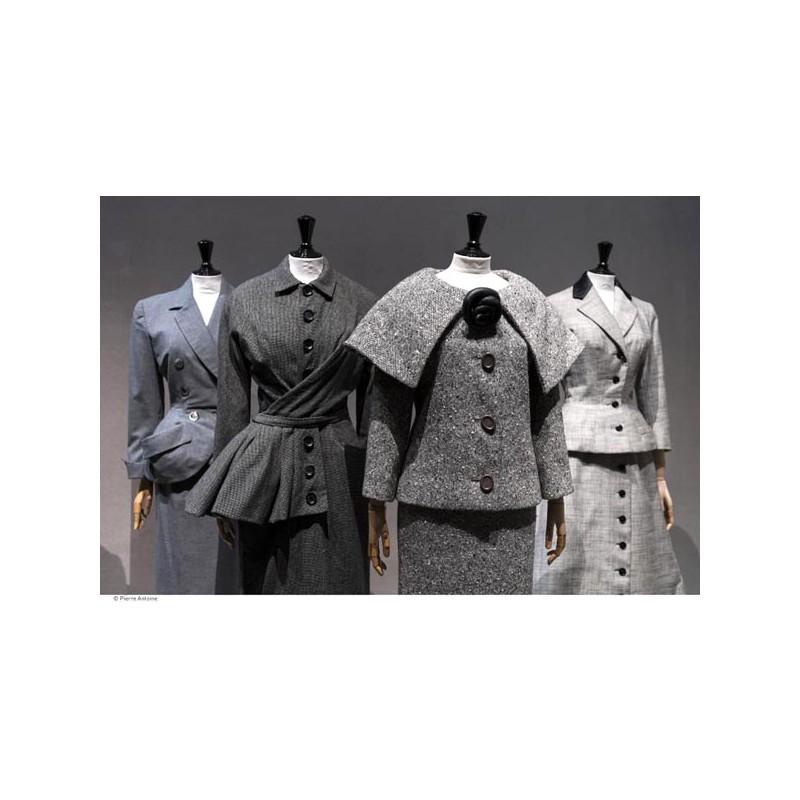 7aa7823aebbab ... Catalogue d exposition Les années 50, la mode en France 1947-1957 ...